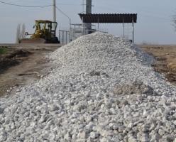 Дожились: в Николаевской области дороги ремонтируют отходами с НГЗ