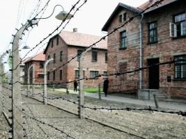 Бывшего врача Освенцима будут судить за пособничество в убийствах