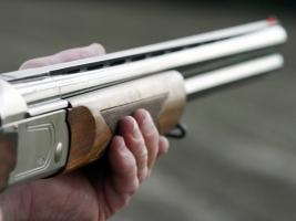На Николаевщине 86-летний мужчина, решив забрать свои старые вещи, перепутал дома и застрелил 63-летнего пенсионера