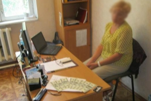 В Одесской области сотрудницу ГАСИ задержали за взятку