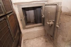 Житель Николаевской области самовольно сделал из укрытия двухуровневую квартиру