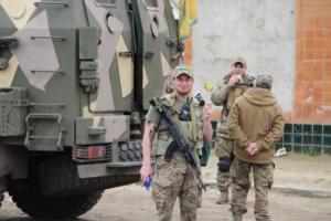 В Одессу прибыли военнослужащие и легкая бронетехника