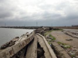 Дожди вымыли под Объездной дорогой Одессы многометровые пустоты