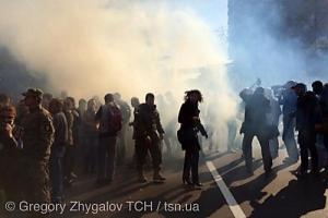 Активисты «Правого сектора» бросили в здание Верховной Рады коктейль молотова