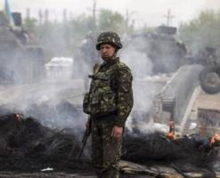 Террористы обстреляли возле аэропорта Луганска колонну сил АТО