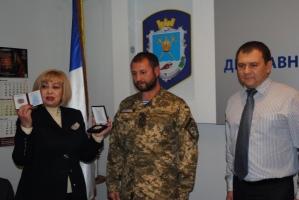 Николаевского налоговика за участие в АТО наградили «Знаком Почета»