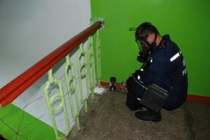 В многоэтажном доме разлили кислоту, МЧС эвакуировало всех жителей