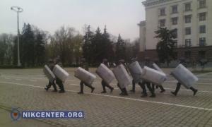 На Куликовом поле одесская полиция разгоняет газом агрессивных активистов