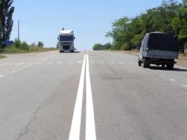 На николаевских дорогах начались работы по нанесению дорожной разметки (ФОТО)