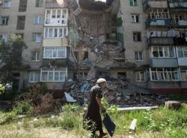 Из-за непрекращающихся артобстрелов в Донецке повреждены несколько жилых домов