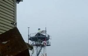 На метеовышке Донецкого аэропорта вывесили флаг Украины