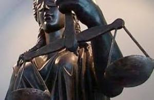 Порошенко уволил 3 судей за нарушение присяги