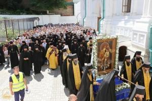 З июля из Святогорской Лавры начался Всеукраинский Крестный ход мира