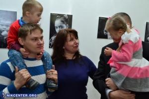 В Херсоне представили фотопроект «Солнечные дети. Первое прикосновение»