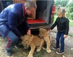 Киевлянин подарил Николаевскому зоопарку двух львят