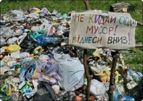 Житель Одесской области подрался с депутатом из-за мусора