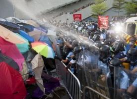 На улицах Гонконга уже пятый день активисты требуют отмены противоречивой избирательной реформы