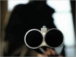 На Первомайщине неизвестные, угрожая ружьем, ограбили 34-летнего мужчину