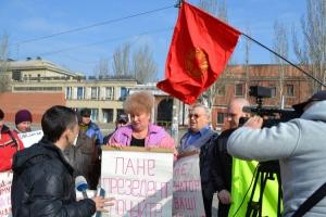 В день приезда в Николаев Президента Украины Виктора Януковича под проходной Судостроительного завода имени 61 коммунара утром пикетировали рабочие