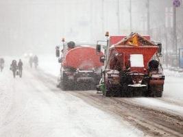 Во время снегопада в Николаеве работает 7 посыпочных машин