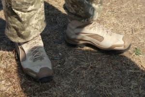 Производители военной обуви встретились с николаевскими десантниками, которые испытывали четыре вида новых боевых ботинок