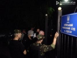 В Одессе задержан активист Евромайдана. Под судом уже готовятся жечь шины