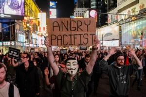 В США протестуют против решения суда, который оправдал убийцу темнокожего подростка