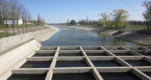 Отсутствие денег затормозило строительство дамбы на Северо-Крымском канале