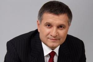 Яценюк и журналист чуть не наступили на мину - Аваков рассказал, как спас премьер-министра
