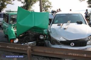 В Николаеве из-за столкновения четырех автомобилей на Варваровском мосту образовалась огромная пробка