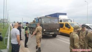 Ветераны АТО перекрыли трассу в Житомирской области: требуют землю и льготный проезд