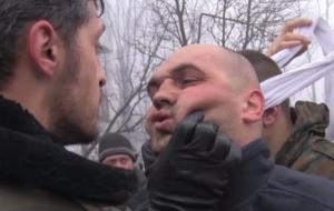 Сепаратисты выложили видео, где жестоко издеваются над украинскими военнопленными