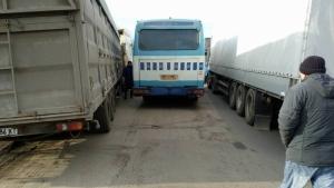 Жители Нового Буга продолжают блокировать трассу Николаев-Днепропетровск