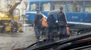 В Одессе пробки в 5 баллов, а деревья падают на машины