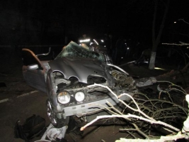 На Херсонщине в ДТП разбили Jaguar S-Type. Погибли три человека