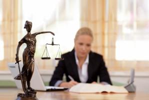 С сегодняшнего дня в Украине начинают работать 100 новых центров бесплатной юридической помощи