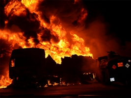 В Николаеве произошел пожар на автозаправке: двух человек госпитализировали