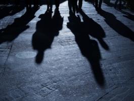 Двое жителей Терновки стали жертвами уличного нападения несовершеннолетних
