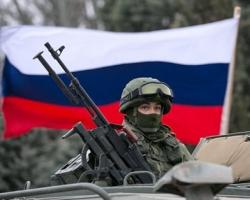 Под натиском российских танков, артиллерии и пехоты украинские военные оставили Новоазовск
