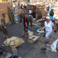Разбирать «Майдан» коммунальщикам активно помогают киевляне