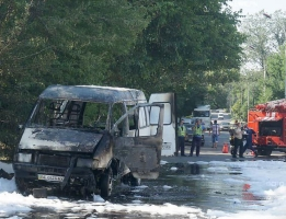 Утром в центре Николаева сгорел микроавтобус «Газель»
