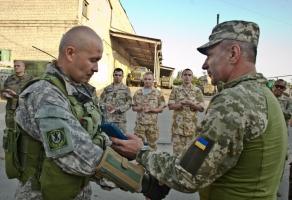 Командующий ВМС выехал на передовую и наградил николаевских морпехов ко Дню независимости (ФОТО)