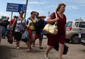 В Украине число внутренних переселенцев возросло почти до миллиона человек