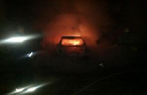 Ночью в центре Херсона подожгли автомобиль
