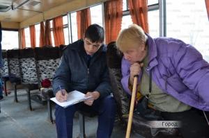 В Николаевской маршрутке задержали пьяного парня, вооруженного штык-ножом