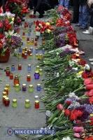 Тысячи одесситов возложили цветы у Дома профсоюзов (ФОТО)