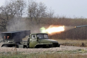 Ночью террористы обстреливали позиции украинских военных по всем направлениям