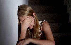 На Николаевщине 43-летний мужчина изнасиловал несовершеннолетнюю дочь своей сожительницы