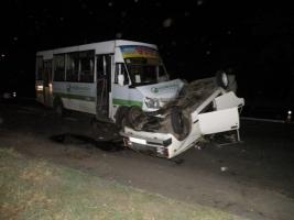 В Николаеве неуправляемый ВАЗ «вылетел» на встречную полосу и столкнулся с «маршруткой»: 7 человек травмированы