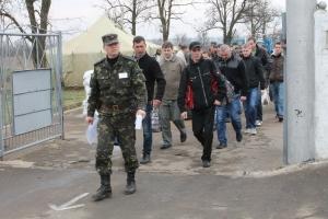 Как в Николаеве военнообязанных в армию принимали. Фоторепортаж с места события
